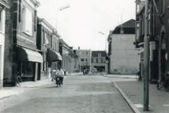 rechts Van der Spek hoek Sint Jorisstraat links modemagazijn Nita en bakker Verboom